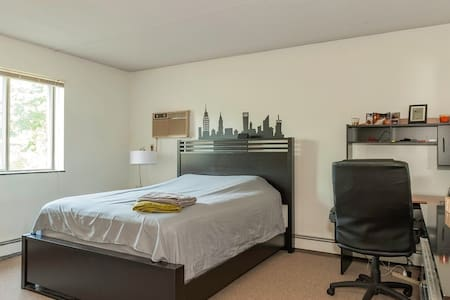 Spacious and modern room by the T - Boston - Appartement