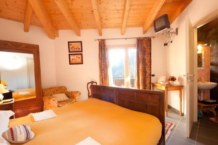 Noce tripla romantica alpina - Edolo - Bed & Breakfast