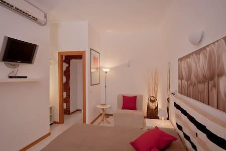 "Triple room-""Opera Inn Suites B&B"" - Bed & Breakfast"