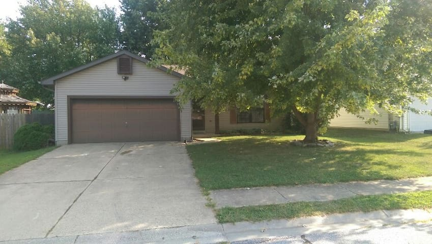2BR House near St. Louis & SAFB