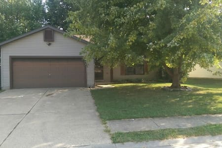 2BR House near St. Louis & SAFB - O'Fallon - Huis