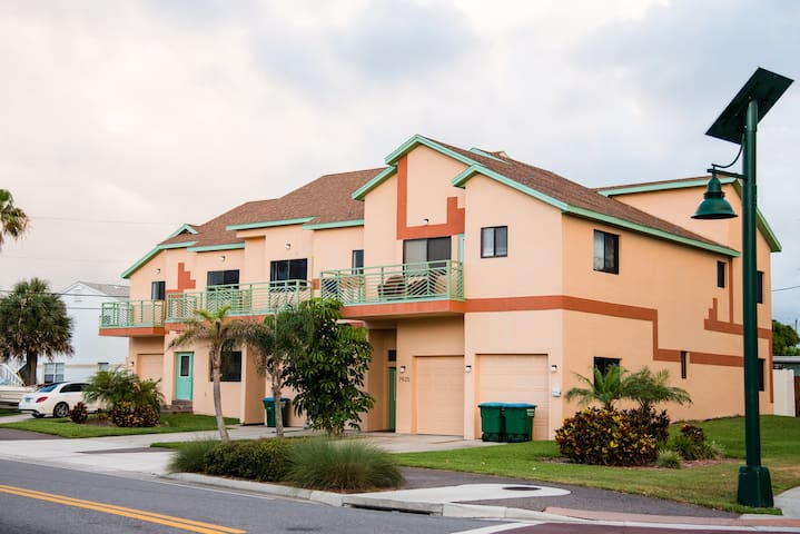 1 block from the beach - Cape Canaveral - House