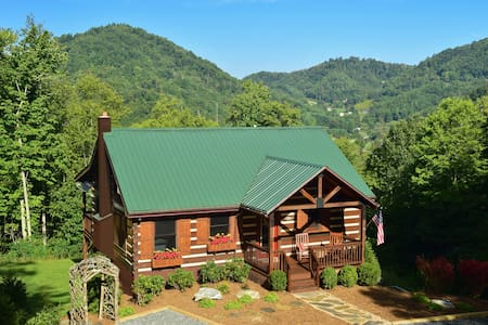 MountainView - Luxurious Log Cabin - Boone