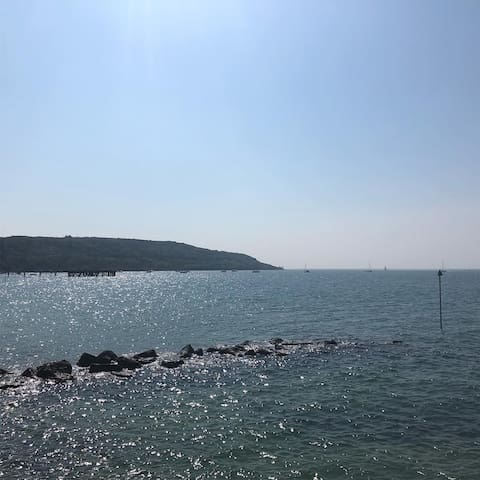 Totland Bay Easter 2019 - just a ten minute drive from the apartment. Totland has a lovely sandy beach, a Restaurant and Bar and a Cafe.