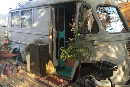 1952 International METRO Bus Love - Ashland - Camper/RV