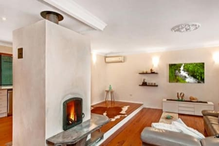Modern home with gorgeous fireplace - Niagara Park - 獨棟