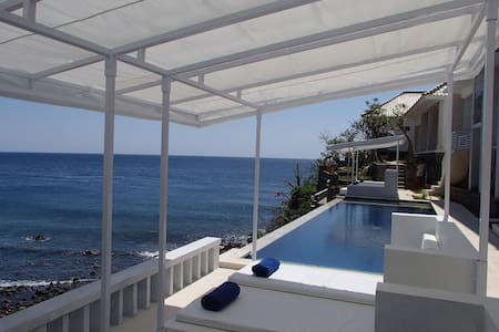 This room is built in Sep 2015 ,on the cliff at ocean front ,connected to beach 180° amazing ocean view .  There are 4 guests room and a swimming pool 3X11m , spa  You will see the ocean from everywhere in Aquaterrace beach-sde