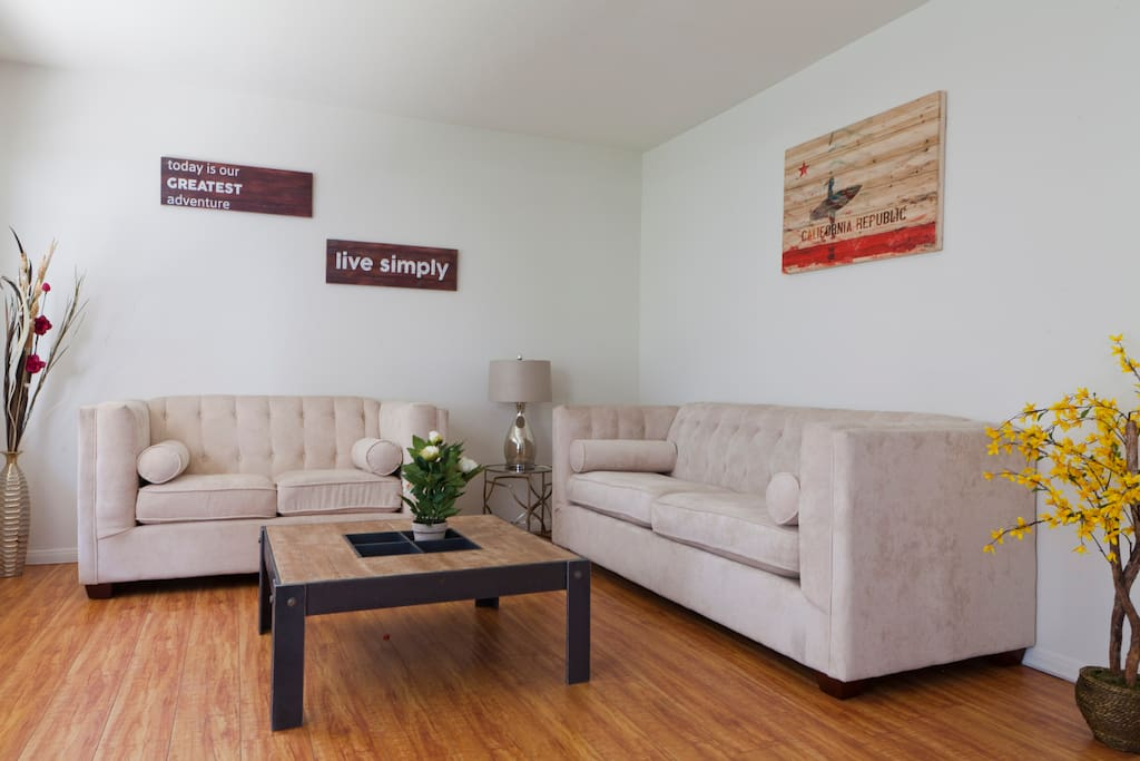 Bright Two Bedroom Apartment 3 Apartments For Rent In Los Angeles California United States