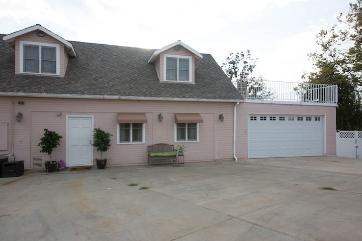 Peaceful country retreat w/ view. - Santa Clarita - Dom