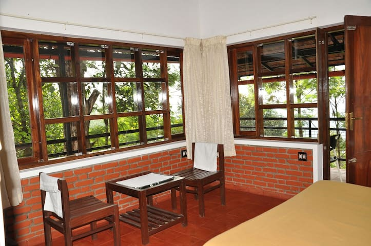Clouds Land(Hidden Paradise) - Munnar - Bed & Breakfast