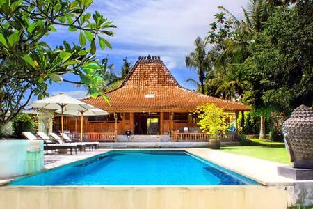 Nice Room 5 mn Batu Bolong / Pool - North Kuta - House