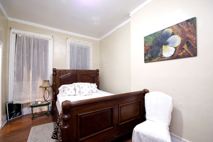 The Cozy Brownstone Inn (discount)!