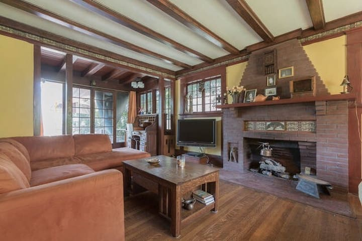 Room in a Historic Home - Los Angeles - House