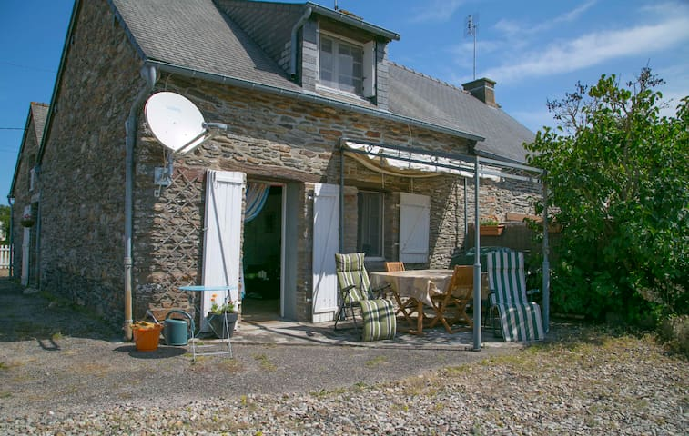 Charming 2 bed cottage in Brittany - Ruffiac - Huis