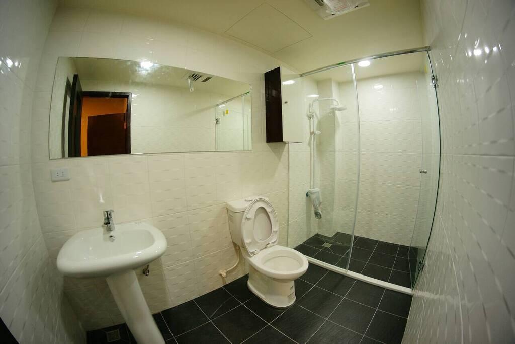 大空間的乾濕分離的浴廁