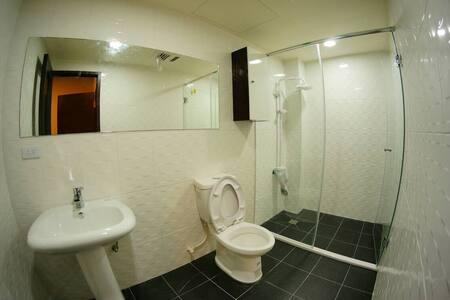 就旅行吧~高雄全新輕工業風大雙人旅行套房 - Sanmin District - Apartment