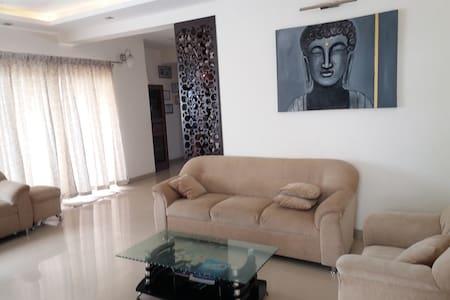 ZEN HOMES,Carnation Apt. Hennur - Bangalore - Bed & Breakfast