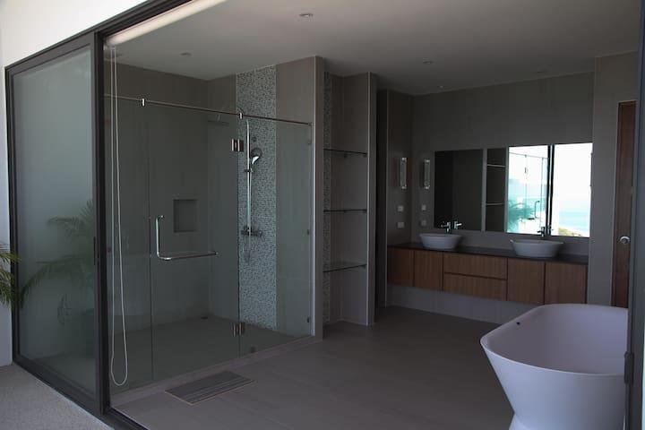 Master Bathroom Sea View