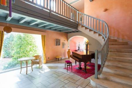 loc  10 pers ds belle maison - Vienne - Dům
