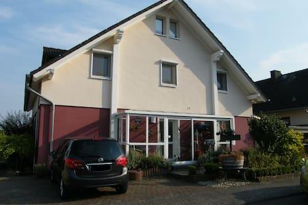 Ferienwohnung Carmen Hölzer - Oestrich-Winkel - Appartement