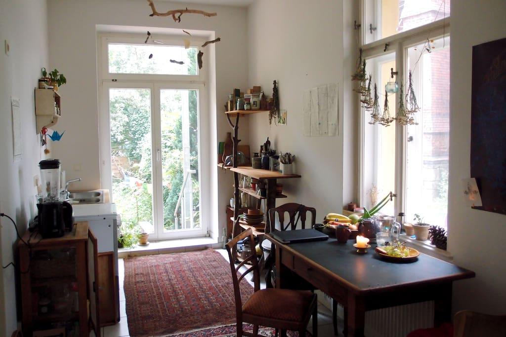 gem tliche erdgeschosswohnung mit garten wohnungen zur miete in leipzig sachsen deutschland. Black Bedroom Furniture Sets. Home Design Ideas