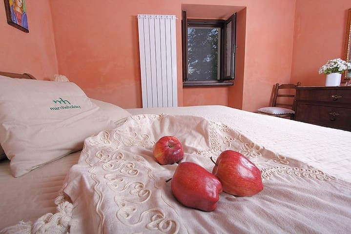 Siliana - appartamento con piscina - Acqualagna - อพาร์ทเมนท์