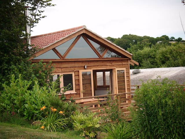 Charming 2 bed wooden country lodge