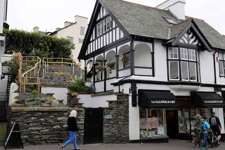 Holland's in the heart of Bowness - Bowness-on-Windermere