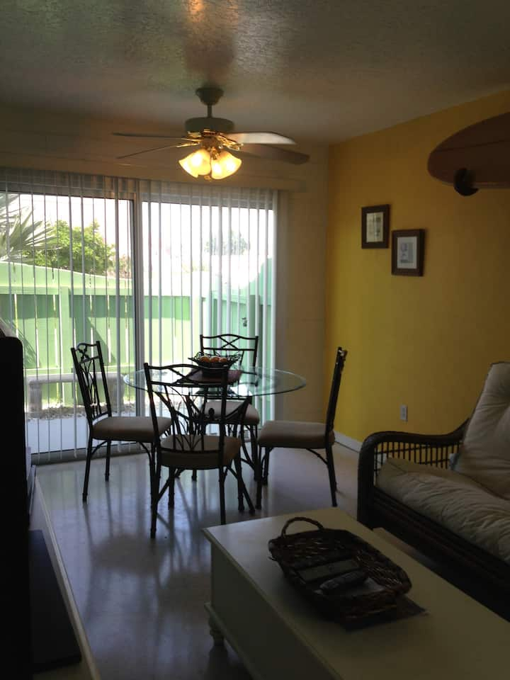 Monthly Rental Furn 1 bed avail 7 month lease!