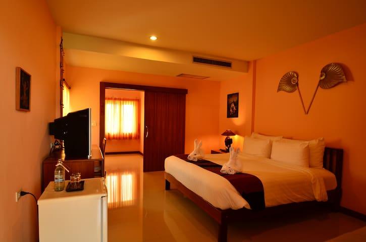 MaikaewDamnoenResort-Deluxe Room - Tambon Damnoen Saduak - Bed & Breakfast
