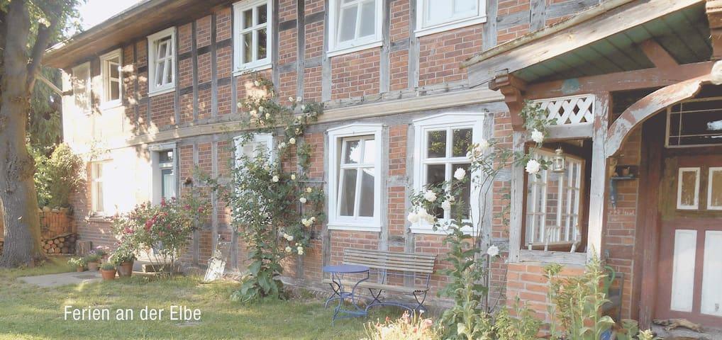 Ferienwohnung in altem Fachwerkhaus - Wahrenberg - Casa