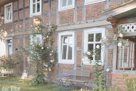 Ferienwohnung in altem Fachwerkhaus - Wahrenberg - Haus