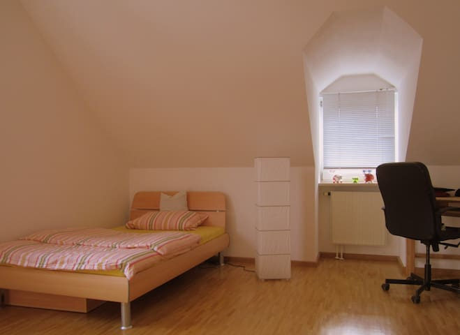 Cosy Room (Close Airport/ Connection Oktoberfest) - Neufahrn bei Freising - Leilighet