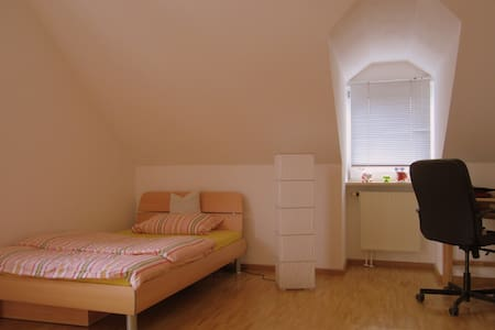 Cosy Room (Close Airport/ Connection Oktoberfest) - Neufahrn bei Freising - Apartamento