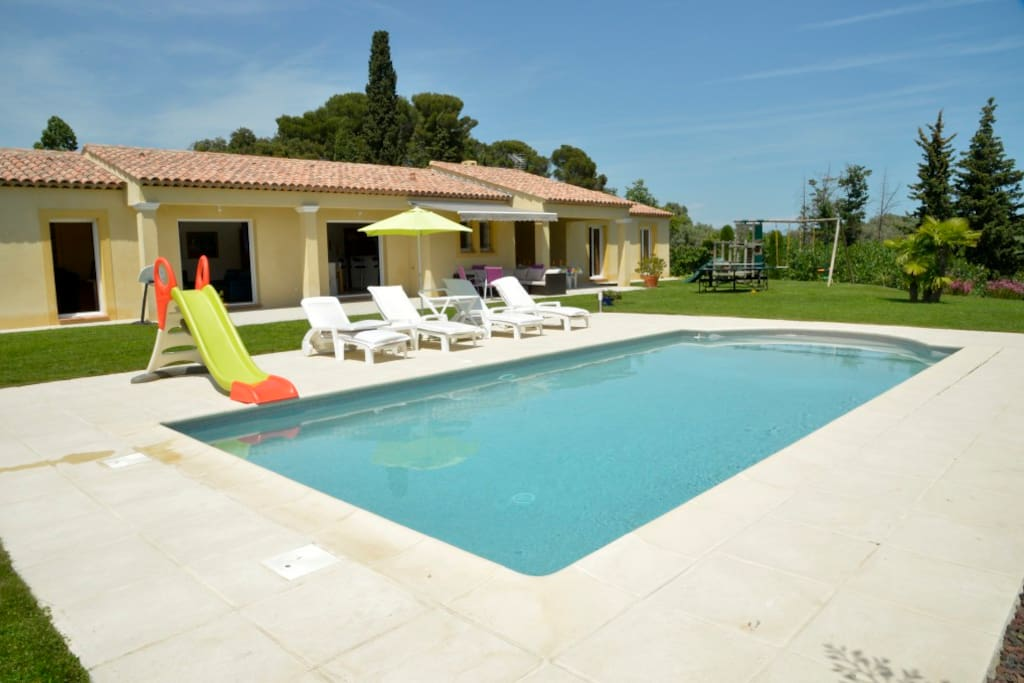 Villa haut de gamme avec piscine au calme villas for Piscine de antibes