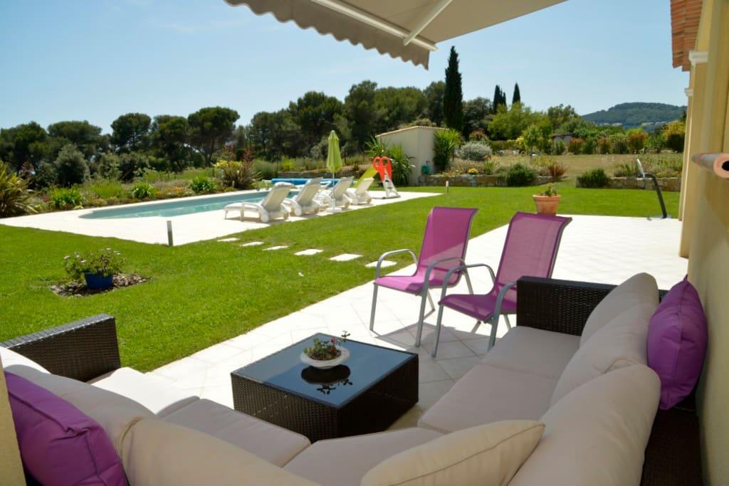 Villa haut de gamme avec piscine au calme villas for Piscine haut de gamme