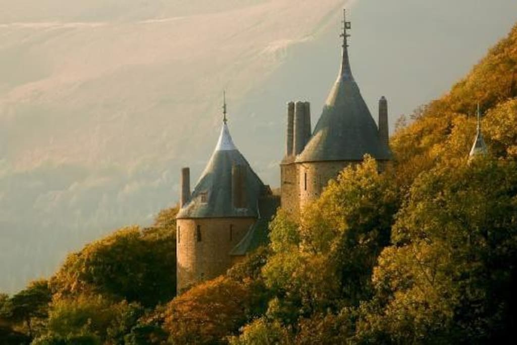 Castell Coch - Only a 10 minute drive and a beautiful attraction.