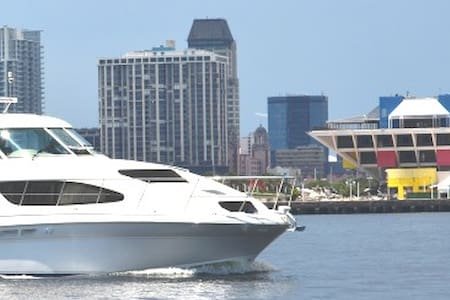 Luxe Yacht in the heart of St Pete - Saint Petersburg - Boot