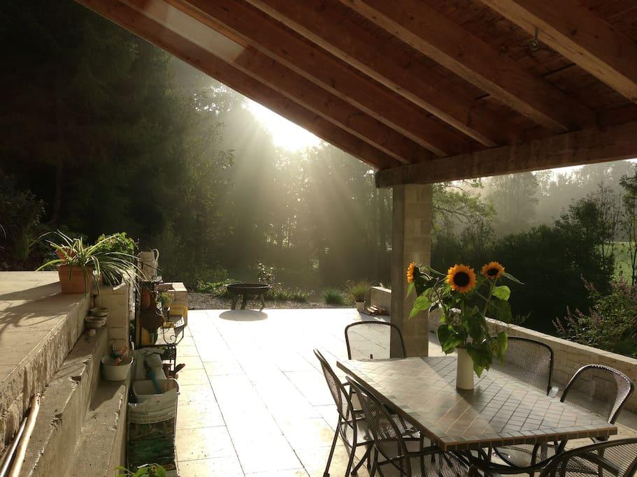 Terrasse mit Morgensonne