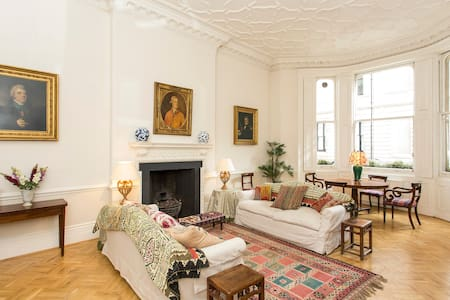 Aristocratic Luxury in Knightsbridge - Londra