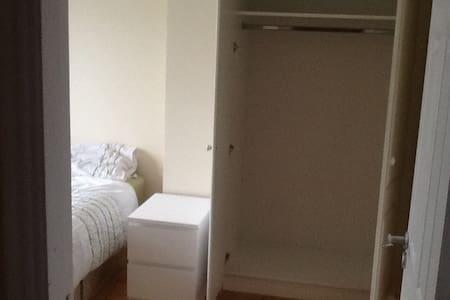 Single bedroom next to GMIT university in Galway - Galway - Casa