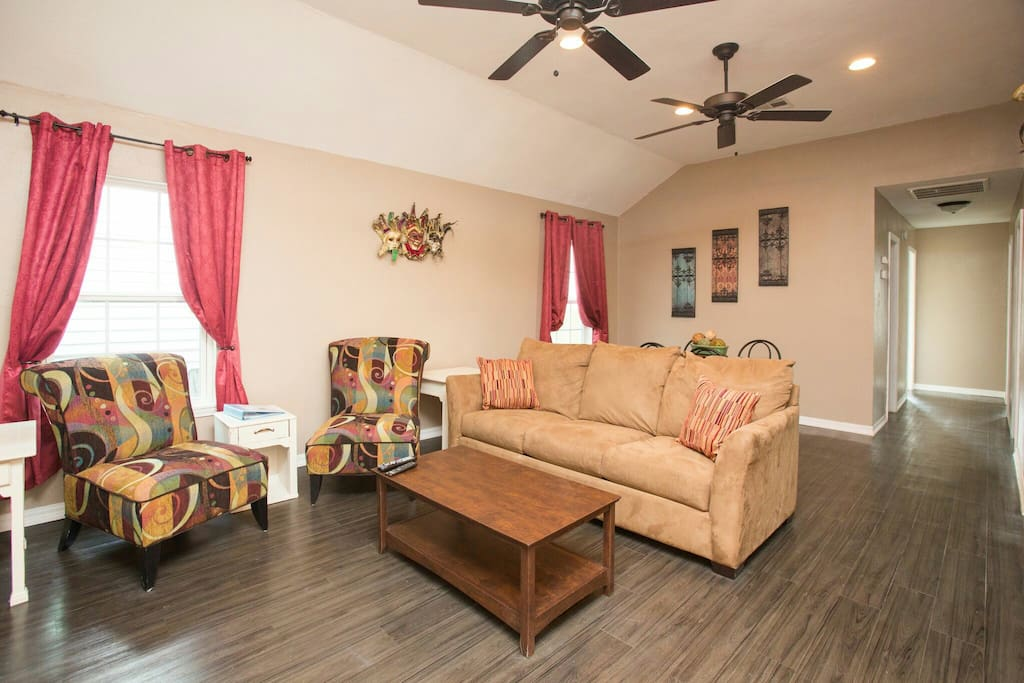 Four Bedroom Beauty Off St Charles Nola Style Houses For Rent In New Orleans Louisiana