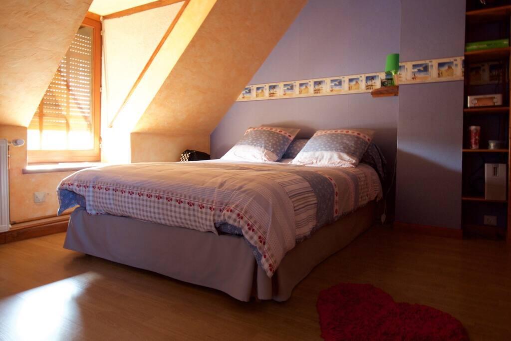 Petite chambre - lit confort -
