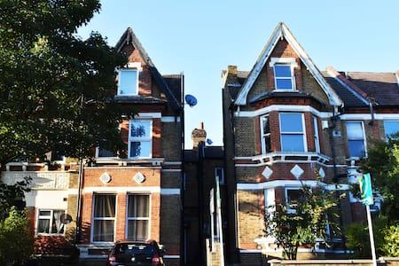 Victorian 2 bedroom flat - Beckenham