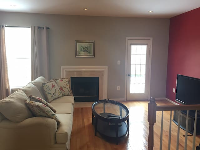 3br Townhouse in Herndon, Close to IAD/Reston/DC - Herndon - Townhouse