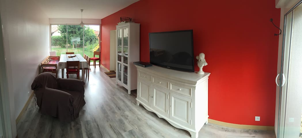 Studio de 53 m2 tout équipé - Irigny - Villa