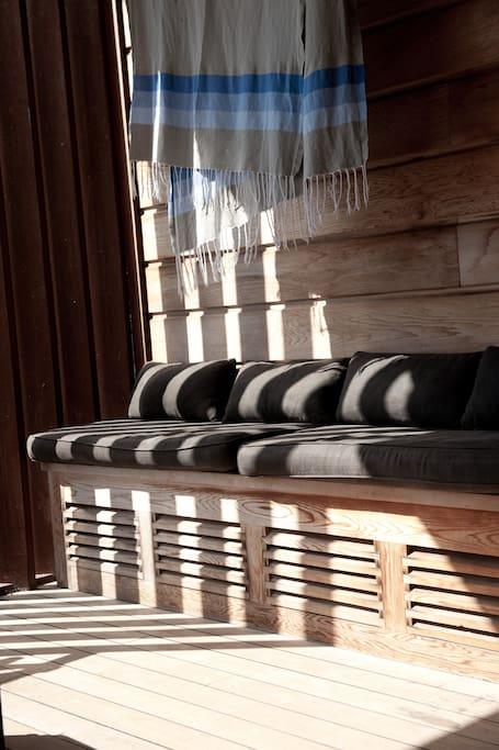 Espace de repos sur la terrasse