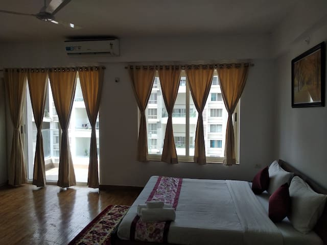 Tajmahal - Pvt Room in a 4BHK Serviced Apt-Kharadi