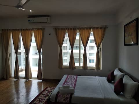 Tajmahal - Pvt Room in a 4BHK Serviced Apt-Kharadi