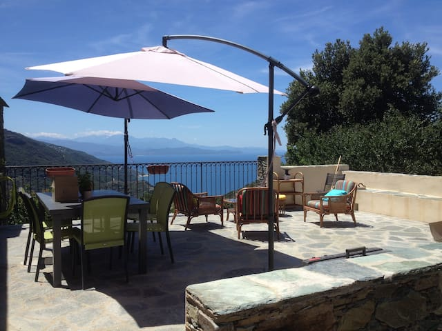 Corse, Maison vue splendide sur mer - Barrettali - House